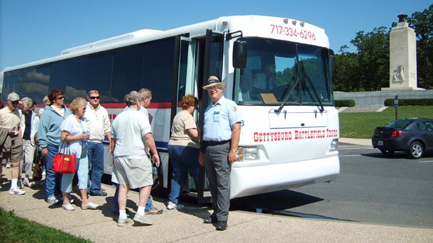Gettysburg Battlefield Tours Bus loading up for the next tour