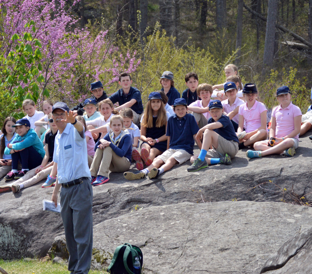 gettysburg tour guide talking to a group