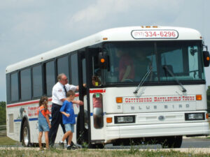 loading up the Gettysburg battlefield tour bus