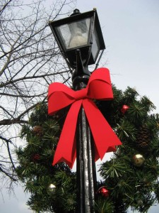 lamp post with bow and christmas wreath