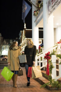 two women shopping in gettysburg at christmas time